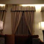 クラシックホテルにつき窓は狭いです