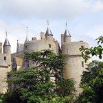 il  fut construit sur un éperon rocheux à l'emplacement d'un village Gallo-Romain!