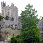 A la Renaissance, la forteresse se doubla d'un château de plaisance avec fenêtres à meneaux et s