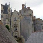 Les toits du château vus des remparts ..