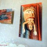 Reproduction des sculptures de bois polychrome vues notamment sur les poutres des salles du chât