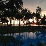 La piscine et le coucher de soleil
