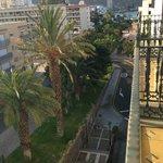 Stor balkong m utsikt