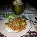 il mio padh thai seafood e young coconut  come aperitivo