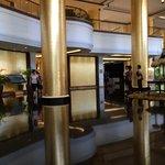 ホテルのロビー タイの資本なのでタイ風です(台風ではありません)