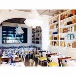 Прекрасный ресторан с изысканной ,вкусной средиземноморской кухней.Большой выбор вина.Красивая п