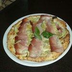 buonissima la pizza speck e carciofi....assaggiatela!solo da passione pizza trovi bontà e qualit
