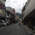 温泉寺の参道、温泉街を通って合掌村まで行けます。