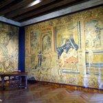 De nombreuses tapisseries agrémentent la visite..