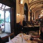 Callas Café & Restaurant  |  Andrassy ut 20, Budapeste 1061, Hungria
