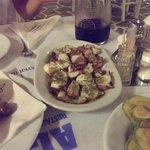 Entrée de poulpe bouilli sauce vianigrettes