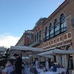 Abendessen im restaurant auf der Terrasse