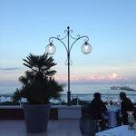 Blick auf den Strand von der restaurant Terrasse
