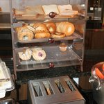 Bread / Bagels / Danishes