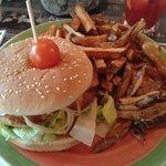 Chicken burger mit hausgemachter Pommes Frites