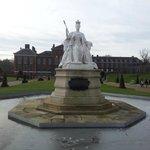 Памятник королеве Виктории