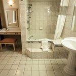 Junior Suite Bathroom 422