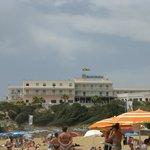 L'hotel visto dalla spiaggia