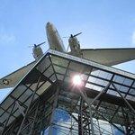 På taket - ett flygplan