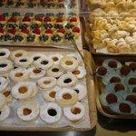 Una piccola parte delle dolci tentazioni a buffet.