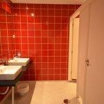Bathroom in 6-bed mixed dorm