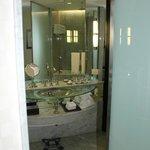 Banheiro, enorme, do quarto.