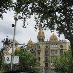 カタルーニャ広場からすぐの建物。