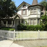 ali's house- pretty little liars