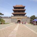 昭陵の入口にある方城と城壁です
