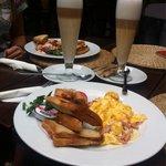 Breakfast menu nr2 with lattemaciato (27pln)