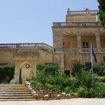 il palazzo presidenziale da San Anton Garden