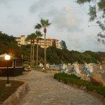 Пляж отеля Coral beach и вид на корпус Thalassa