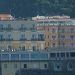 hôtel à droite de la photo, vue du bateau