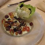 Теплый салат с козьим сыром. Оччень вкусно.