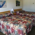 2 Simmons Beauty Rest beds in all rooms.