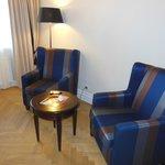 Sessel und Tischchen