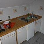 Die Küchenecke mit Kühlschrank...allerdings kein Geschirr