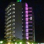 Hotel bei Nacht von Aussen