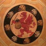 Герб Романовых в Боярской столовой