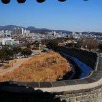 水原華城から水原の街並みを