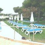 Prato antistante piscina