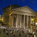 Вид на Пантеон