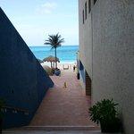 escaleras del lobby a la playa
