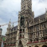 The tower in the Marienplatz and location of the Glockenspiel show just a short walk from the Ke