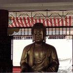 una delle tante statue del buddha stile thai