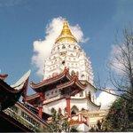 la guglia della pagoda principale dal basso