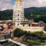vista totale della pagoda con i tre stili