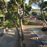 terrain de boules et tables ping pong