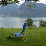 Grote tuin met heerlijke stoelen!