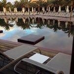 Vue depuis la chambre familiale avec accès direct a la piscine